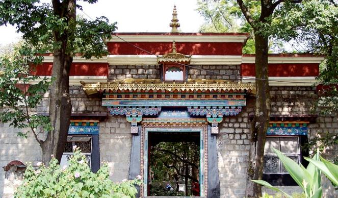 Norbulingka-Institute-Dharamshala-wnorrix-wikimedia